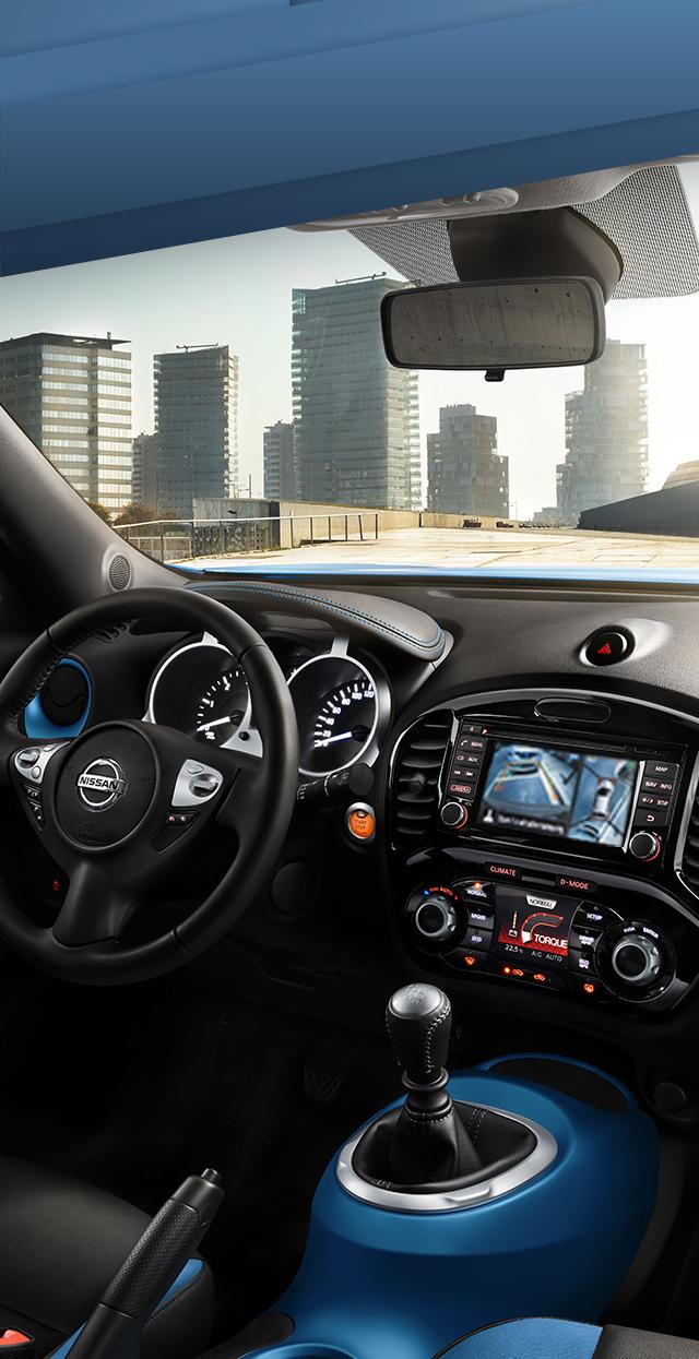 Приборная панель нового Nissan JUKE, поворот 3/4, салон