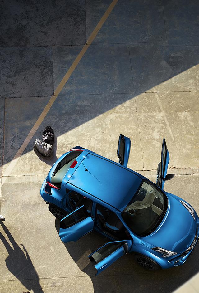 Новый Nissan JUKE, вид сверху с открытыми дверями