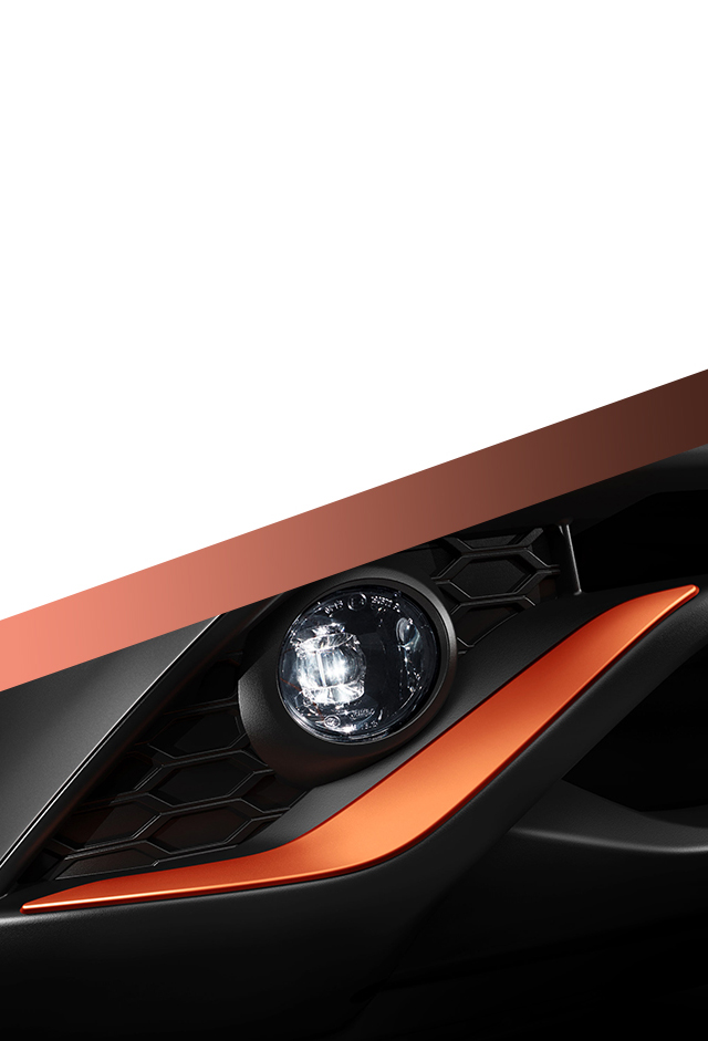 Новый Nissan JUKE, фрагмент оранжевой накладки на передний бампер